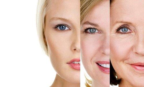 mujer, aparato tratamiento en cara, piel