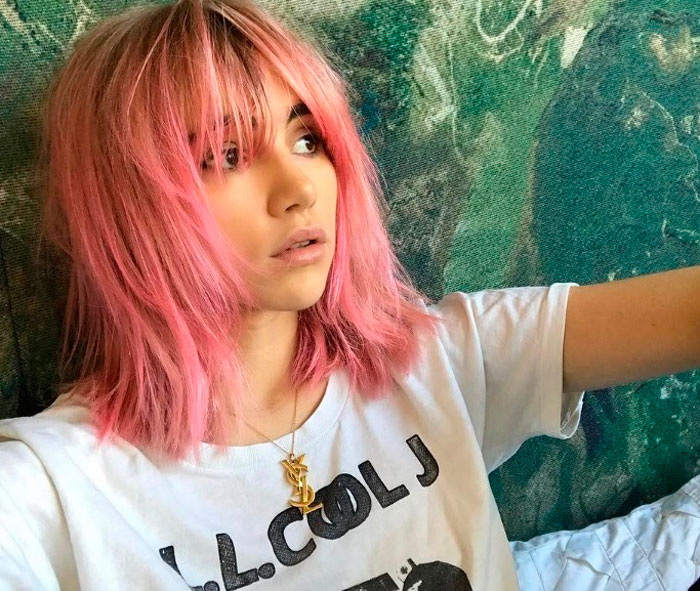 suki-waterhouse-pelo-rosa