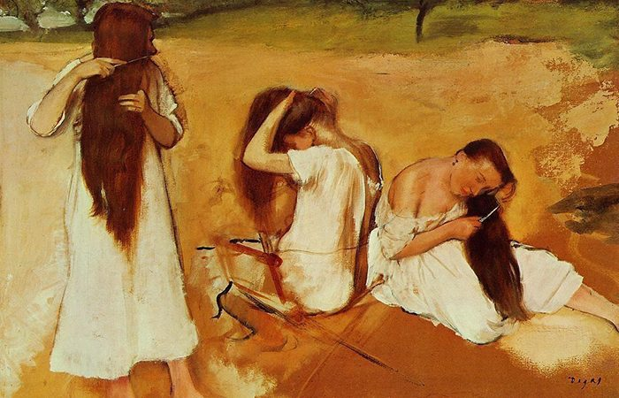 Mujeres Cepillandose El Cabello