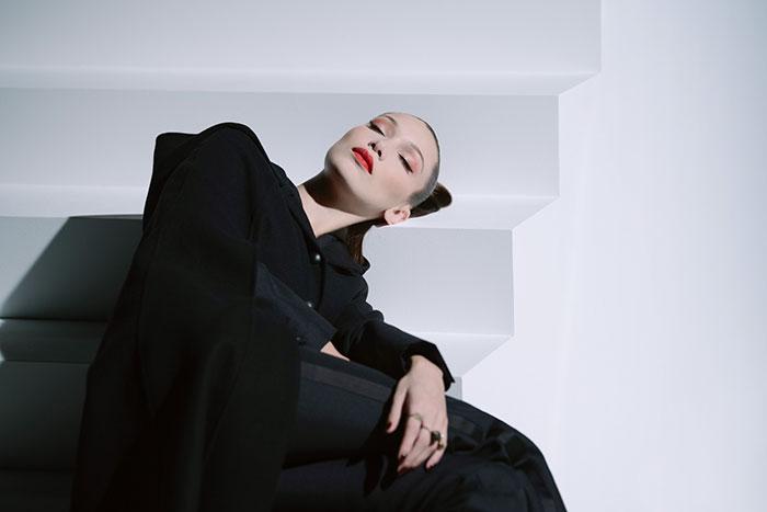 Maquillaje Halloween 2018 Bella Hadid Dior 2
