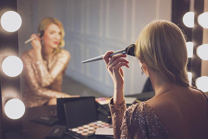 Mujer Maquillandose Maquillaje ST