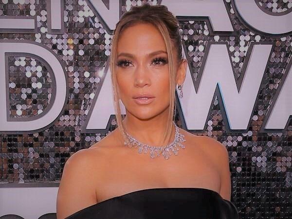 La Marca De Cosmética De Jennifer Lopez Está En Camino