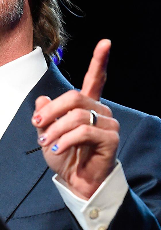 Brad Pitt uñas