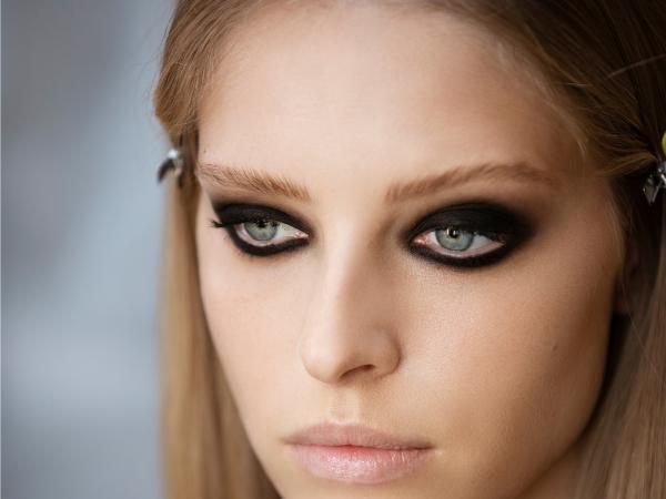 Maquillaje Chanel Invierno 2021: Ojos Muy Dark