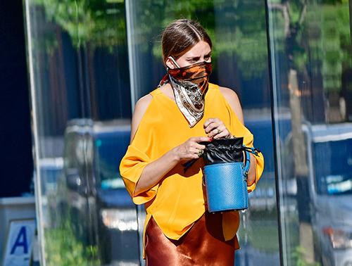 Olivia Palermo con un pañuelo bandana